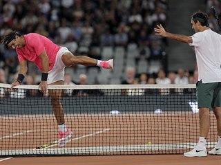 Roger Federer a Rafael Nadal při exhibici v Kapském Městě.