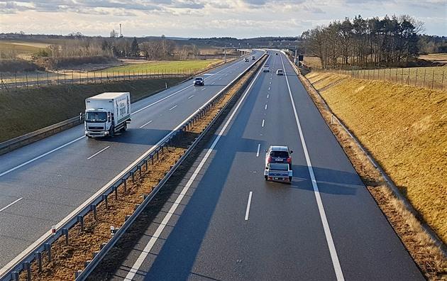 Stavba dálnice D3 postupně míří k rakouským hranicím.
