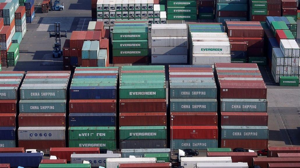 Japonská ekonomika se rekordně propadla. Koronavirus ji zřejmě srazí do recese