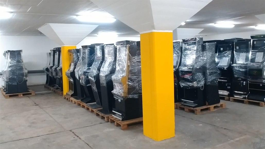 Překvapení pro města, stát nečekaně povolil některé výherní automaty