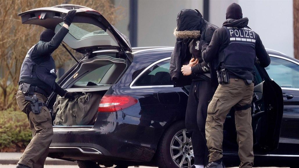 Při policejního zátahu byla zadrženo dvanáct extremistů, kteří plánovali útok...