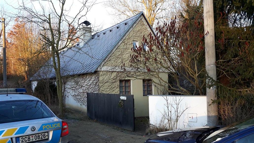 V domě na Táborsku zavraždili ženu, podezřelého policie zadržela na zahradě