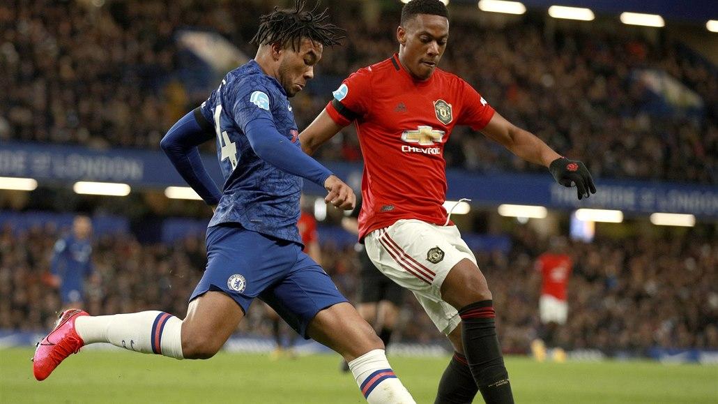 Dvě hlavičky za tři body. Manchester United veze výhru z Chelsea
