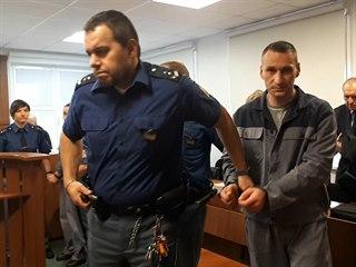 Za pašování drog soud poslal do vězení sedm z devíti obviněných