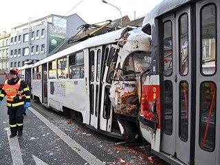 V brněnské Křížové  ulici se 17. února 2020 srazily dvě tramvaje, nehoda je se...