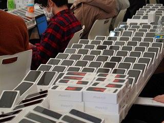 Cestujícím na palubě lodi Diamond Princess rorzdali dva tisíce iPhonů
