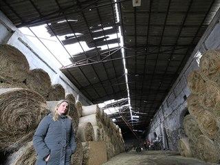 Farma v Řehlovicích u Ústí přišla o voliéru, králíkárnu a hlavně o střechu...