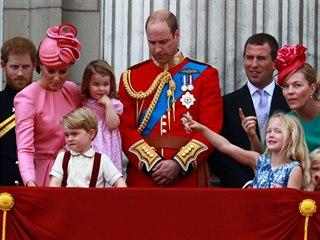 Zleva: Princ Philip, princ Harry, vévodkyně Kate s dětmi Georgem a Charlotte,...