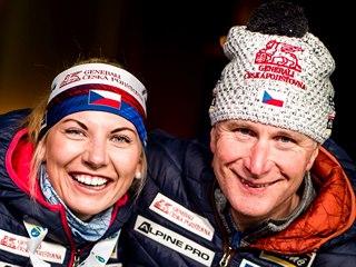 Lucie Charvátová s trenérem Egilem Gjellandem a s bronzem, který si vyjela ve...
