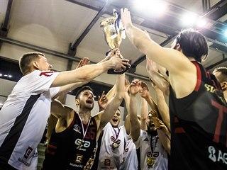 Nymburští basketbalisté slaví triumf v Českém poháru.