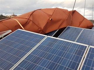 Vítr poničil část střechy na jednom křídle Základní školy T. G. Masaryka v...