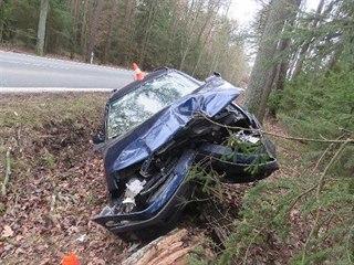 Řidič havaroval u Borohrádku na Rychnovsku (13. 2. 2020).