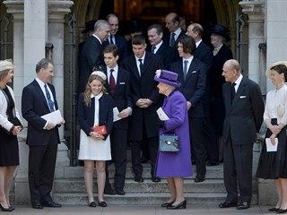 Britská královna Alžběta II. s rodinou po bohoslužbě ve Westminsterském...
