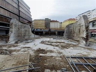 Poslední zbytky budovy Transgasu na Vinohradské třídě v Praze. (13. února 2020)