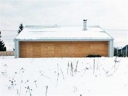 K jihu obrácené obytné pokoje mají terasu s integrovanými okenicemi, takže se...