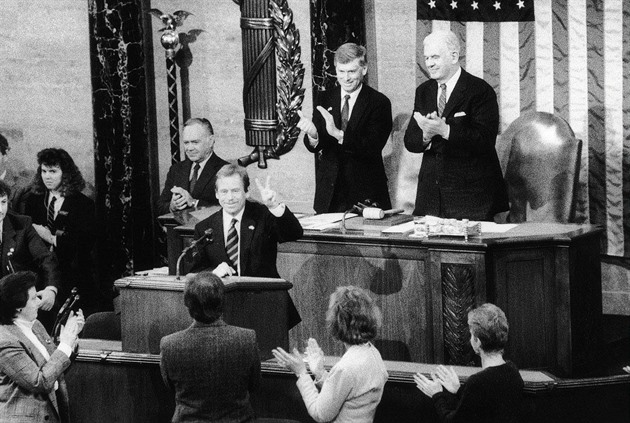 Havel změnil azimuty politiky. Nejdřív do USA, až pak do SSSR