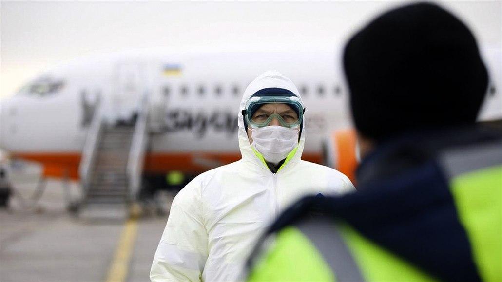 Koronavirus připraví aerolinky o miliardy, poprvé od krize ubude letů
