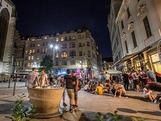 Jakubské náměstí v Brně už nebude jako dřív. Letos přibudou zahrádky i kamerový...