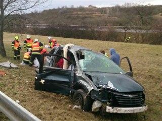 K nehodě osobního auta vyjížděli v pátek dopoledne hasiči na dálnici D2 u...