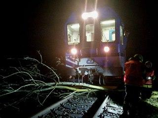 Snímky Správy železnic zachycují následky bouře, která se přehnala přes Českou...