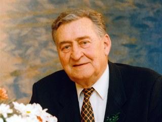 Josef Větrovec na svatbě vnučky Jany v únoru 1997