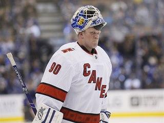 Náhradní gólman Caroliny David Ayres si odbyl debut v NHL při utkání s Torontem.