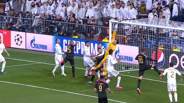Real Madrid doma selhal, Manchester City veze vítězství