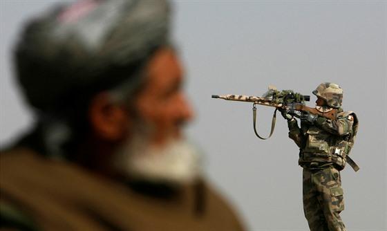 Francouzský voják na hlídce severně od Kábulu (20. listopadu 2007)