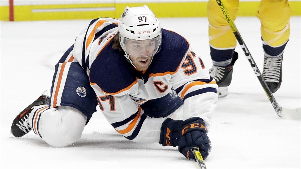 Každý musí dělat, co má, hokej je teď vedlejší, burcuje McDavid
