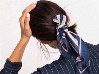 Není lepšího doplňku než šála nebo šátek. Dají se vázat na mnoho způsobů a...