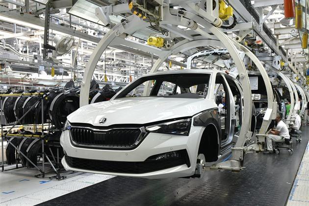 Ceny aut stoupnou až o 70 tisíc. O nástupu krize rozhodne vývoj v Německu