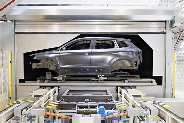 Prosazováním elektra Evropa likviduje autoprůmysl, říkají čeští ekonomové