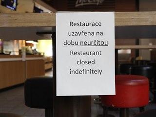Zavřené restaurace v pražském obchodním centru Palladium. (13. března 2020)