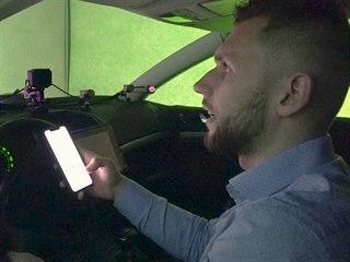 Reportér Smlsal na simulátoru testuje, jak se chová za volantem, když posílá...