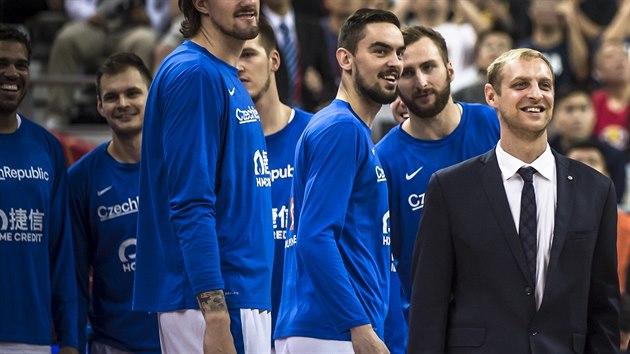 Manažer èeské basketbalové reprezentace Michal Šob prožívá každý úspìch týmu.