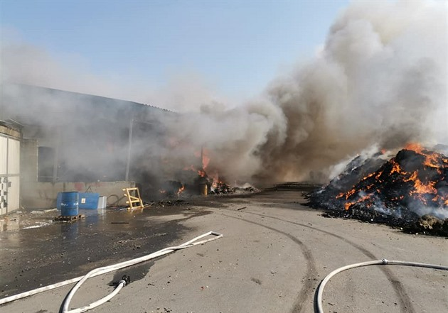 Na Mostecku hořel drcený odpad na skládce Celio u Růžodolu