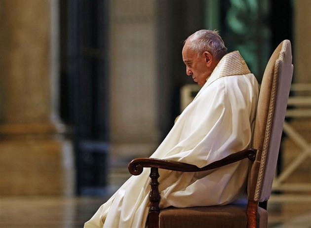 Papež v dobročinné aukci prodá i kolo, daroval mu ho Sagan
