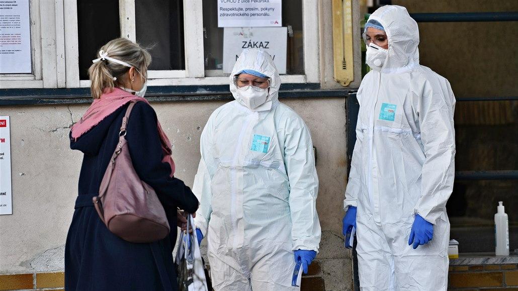 Koronavirem se nakazilo pět zdravotníků infekčního oddělení v Prostějově