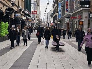 Bary a hospody ve Stockholmu jsou stále otevřené. Ulice prořídly, ale lidé...
