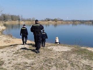 Policisté vyjížděli k nudistům u rybníků v okolí Lázní Bohdaneč, kteří...