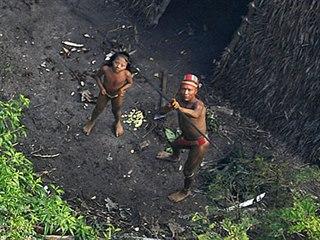 Nechejte nás být. V roce 2012 objevila dosud nekontaktované domorodé skupiny...