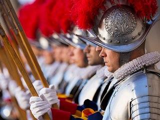 Slavnostní přísaha nových rekrutů Švýcarské gardy