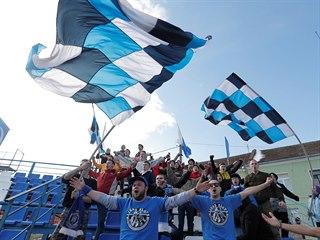 Koronavirus fotbal v Bělorusku nezastavil. Fanoušci dorazili na utkání první...
