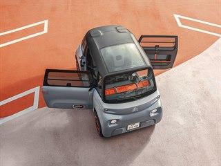 Citroën Ami má na straně řidiče dveře otevíravé proti a u spolujezdce po směru...