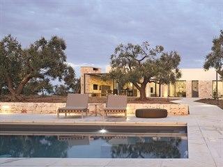 Bazén je ve středomořském podnebí nezbytností.