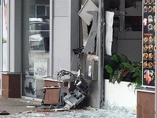 V Šestajovicích zničil zloděj bankomat, vytrhl ho ze zdi. (26.3.2020)