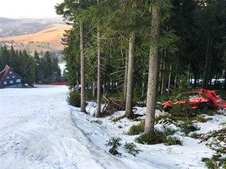 Neznámý člověk v autě sjížděl černou sjezdovku U Zabitého ve skiareálu...