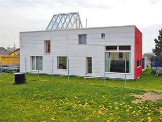 Zajímavý rodinný dům ze dřeva stojí nedaleko Mělníka a je vybudována systémem...