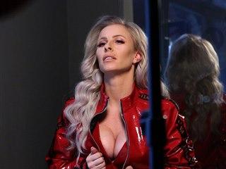 Moderátorka Sonia Edde při focení pro magazín Playboy