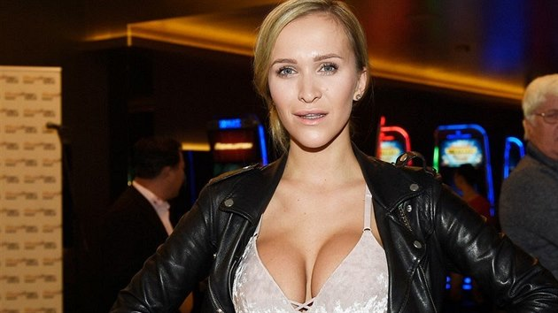 Nela Slováková na vánoční party v Casinu Magic Planet Gold Vestec (14. 12. 17)